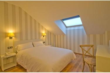 habitacion-abuhardillada-hotel-pago-del-olivo