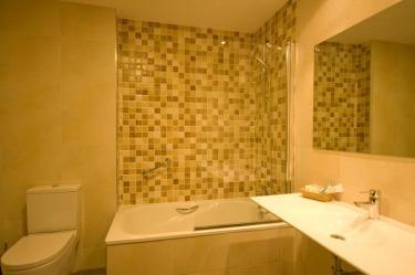 baño-habitacion-hotel-pago-del-olivo