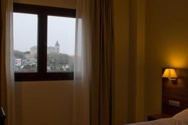 ventana-habitacion-hotel-pago-del-olivo